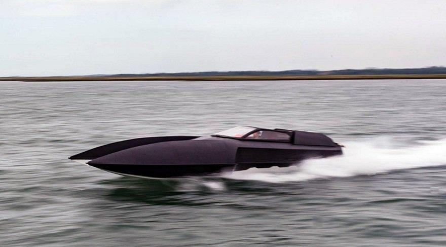 Tam Batman'lik yarış teknesi