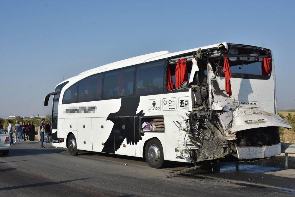 yolcu-otobusu-kamyon-kaza-1