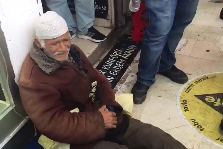 Zabıta ıhlamurlarını aldı, 80 yaşındaki adam sinir krizi geçirdi