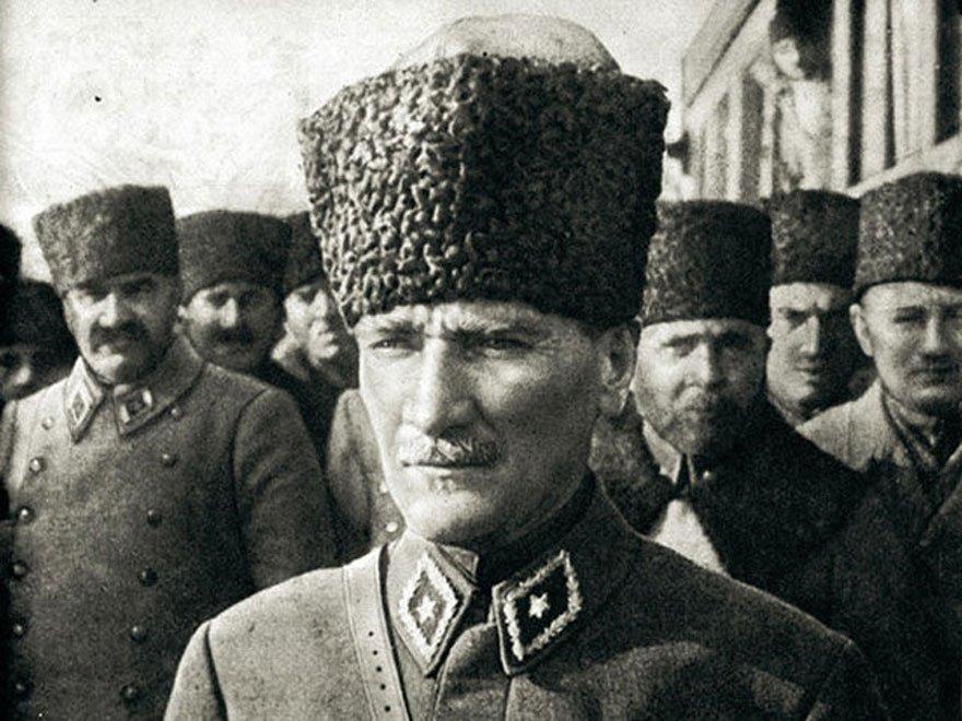Başkomutan Gazi Mareşal Mustafa Kemal Paşa, 10 Eylül 1922'de İzmir'e girdi.