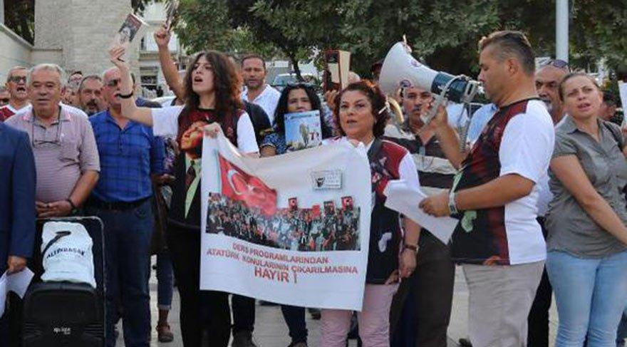 Atatürkçülerden müfredat protestosu