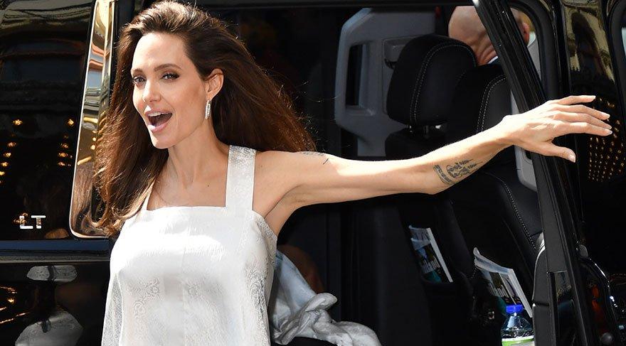 Angelina Jolie havalı ve keyifli