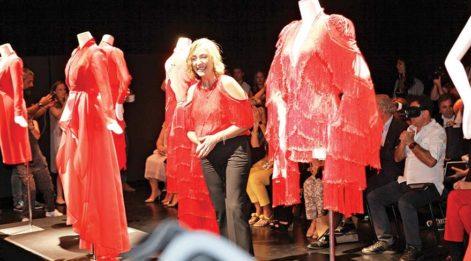 Mercedes-Benz Fashion Week Istanbul'da moda fırtınası esti