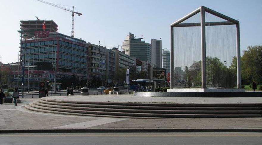 TBMM önündeki Atatürk meydanı yıkıldı