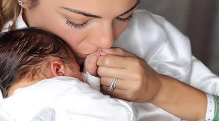 Burcu Kara, oğlu Ali ile ilk pozunu paylaştı!