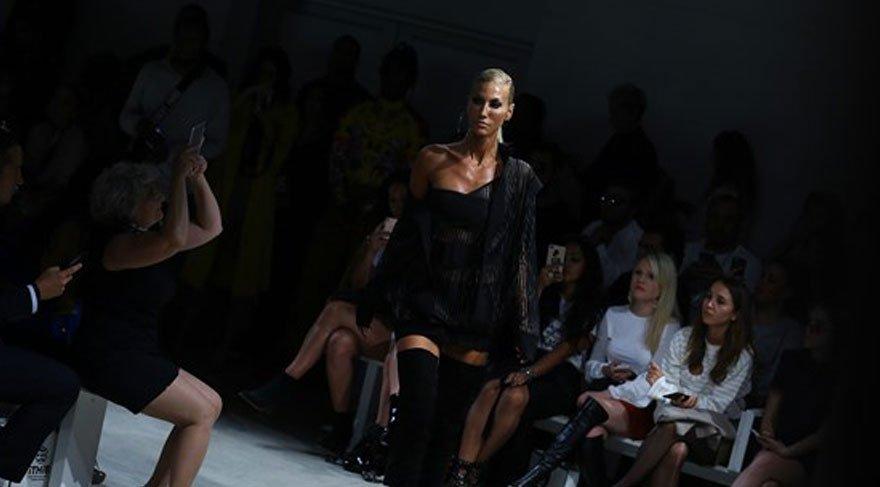 Çağla Şıkel, New York Moda Haftası'nda podyuma çıktı, yaşadıklarını anlattı
