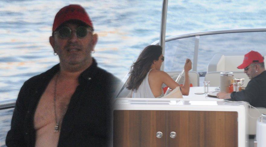 Cem Yılmaz teknede şarap keyfi yaptı