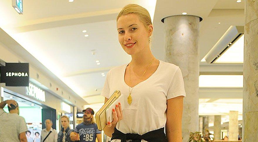Chloe Loughnan alışveriş turunda
