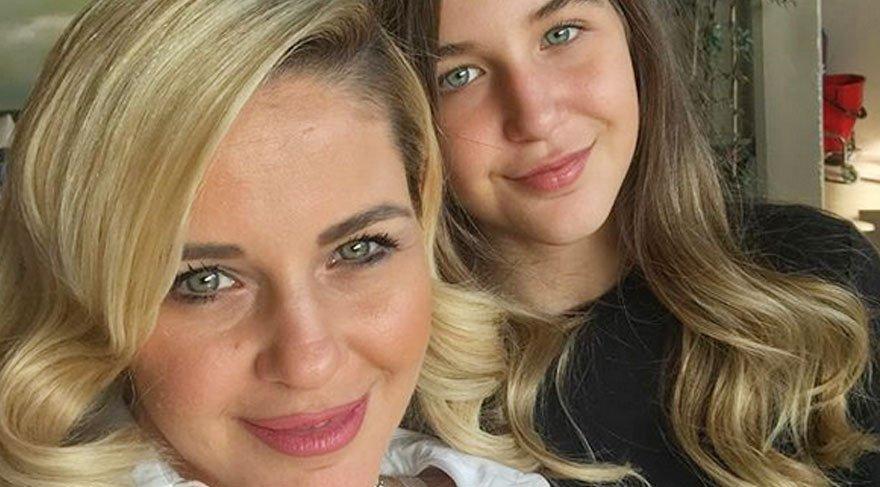 Emine Ün'den anne kız selfiesi