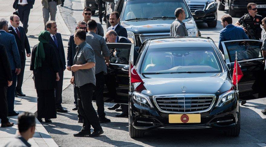 FOTO:DHA - AKP Genel Başkanı ve Cumhurbaşkanı Erdoğan, dün İstanbul AKP İl Başkanlığındaki toplantıya katılmıştı.