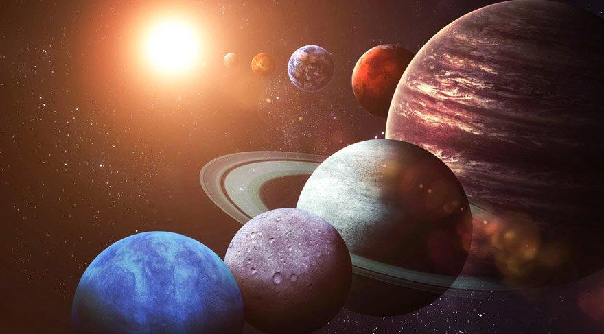 Astrolojide kullandığımız gezegenler içsel ve dışsal gezegenler olarak ikiye ayrılır. İçsel gezegenler Güneş, Ay, Venüs, Merkür, Mars... Dışsal gezegenler Jüpiter, Satürn, Neptün, Uranüs, Plüton...