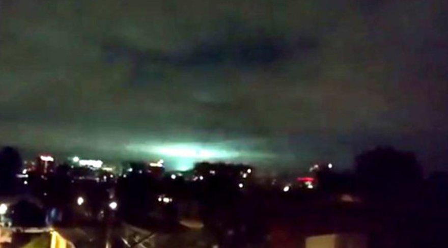 Meksika'da deprem sırasında gökyüzü aydınlandı