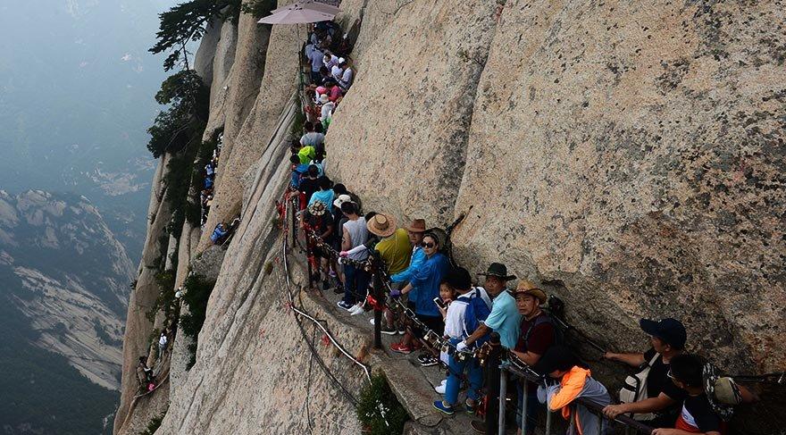 Dünyanın en tehlikeli noktalarından Huashan Dağı