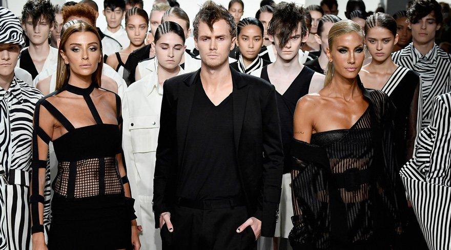 Hakan Akkaya New York Moda Haftası'nda ayakta alkışlandı