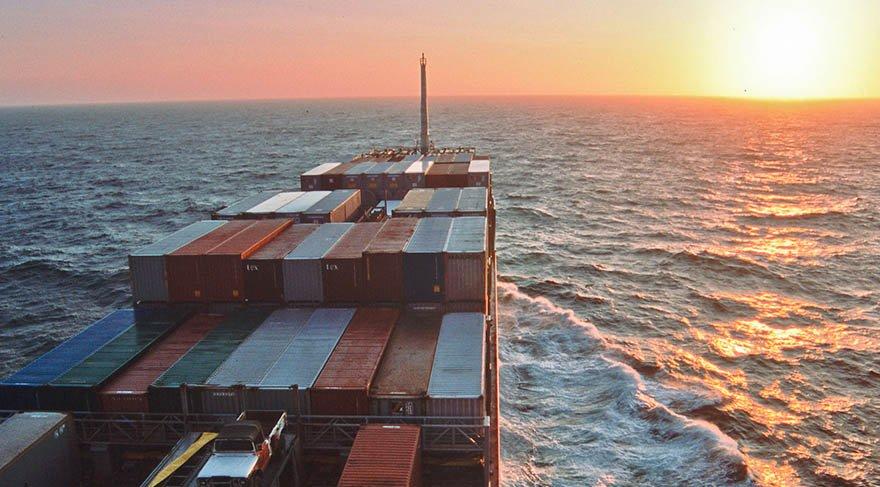 Açık denizleri filme almak için konteyner gemide yolculuk etti