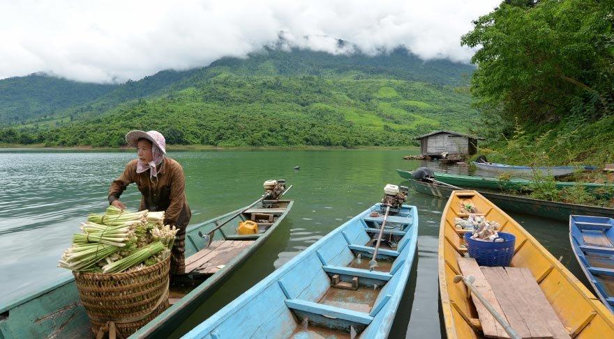 Laos'un doğal güzelliği: Nam Ngum Gölü