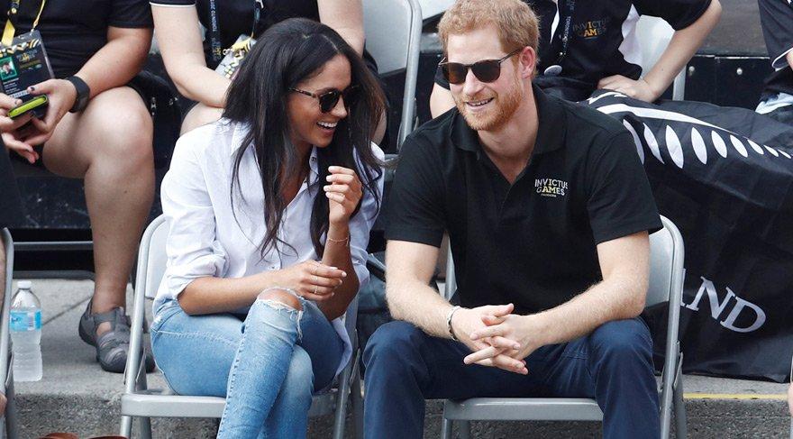 Prens Harry, sevgilisiyle ilk kez resmi ziyarette görüntülendi