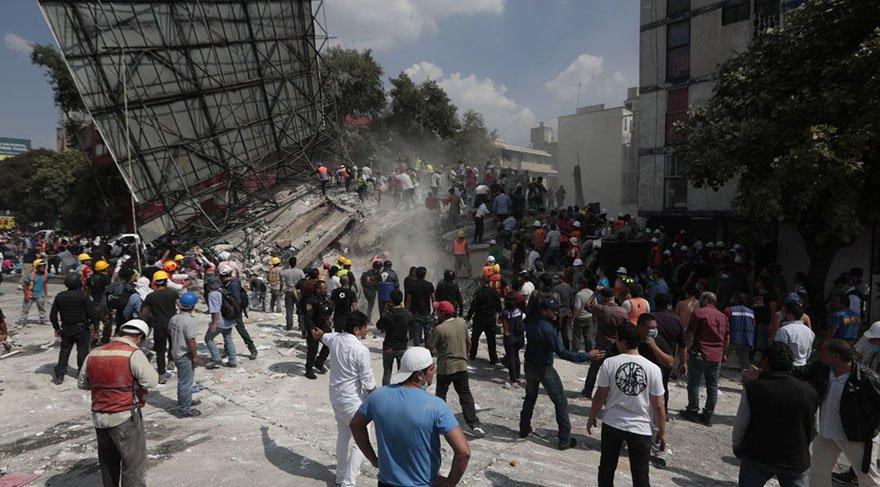 Meksika'da halk deprem sonrasında şarkılarla birlik oldu