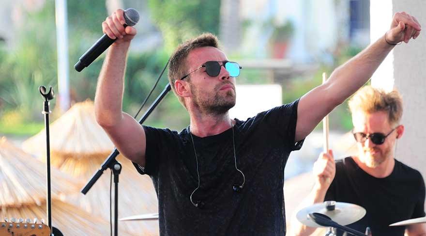 Murat Dalkılıç ayrılık acısını sahnede atıyor