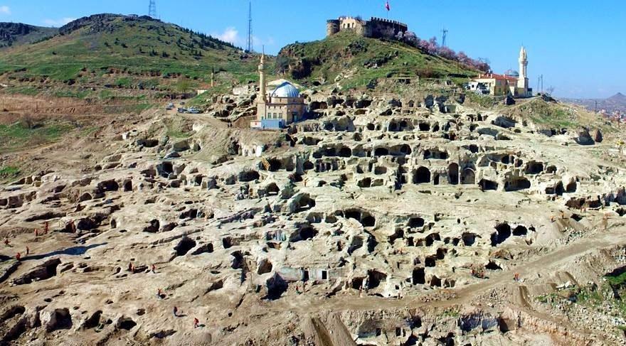 800 yıllık mezarın bulunduğu yer dünyanın ilgisini çekti!