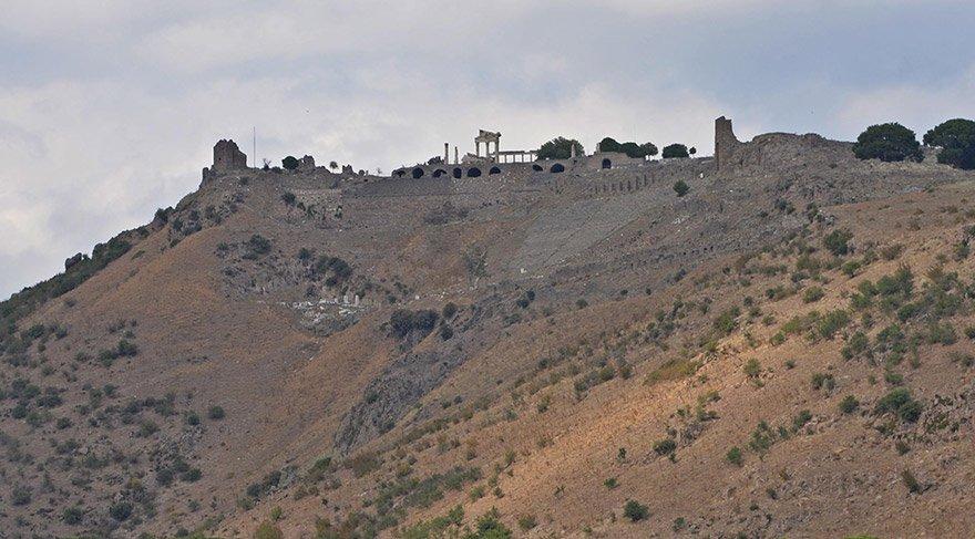 Pergamon'da 2 bin yıllık iskeletler incelendi… Eski Bergamalılar ne yiyip ne içiyordu?