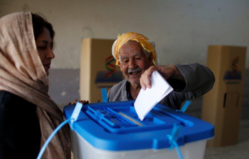 Referandumda oy verme işlemi saat 08:00'de başladı.
