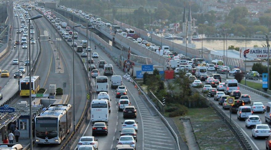 Okullar açılmaya başladı, İstanbul'da trafik yüzde 30 arttı
