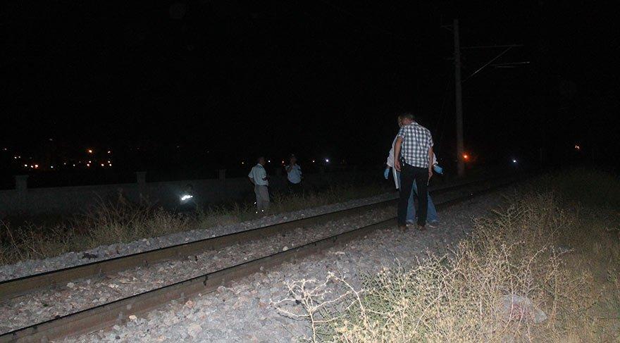 Müzik dinlerken tren çarptı