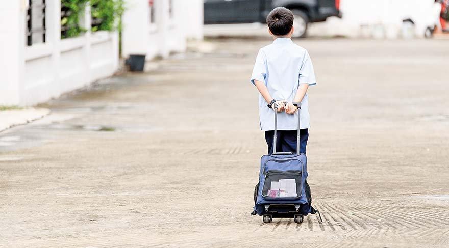Okul çantasının ağırlığını çocuğunuzun kilosuna göre düzenleyin
