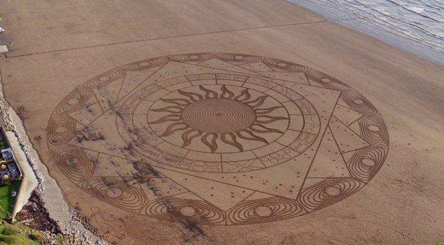 Kumsalı sanat eserine çevirdi