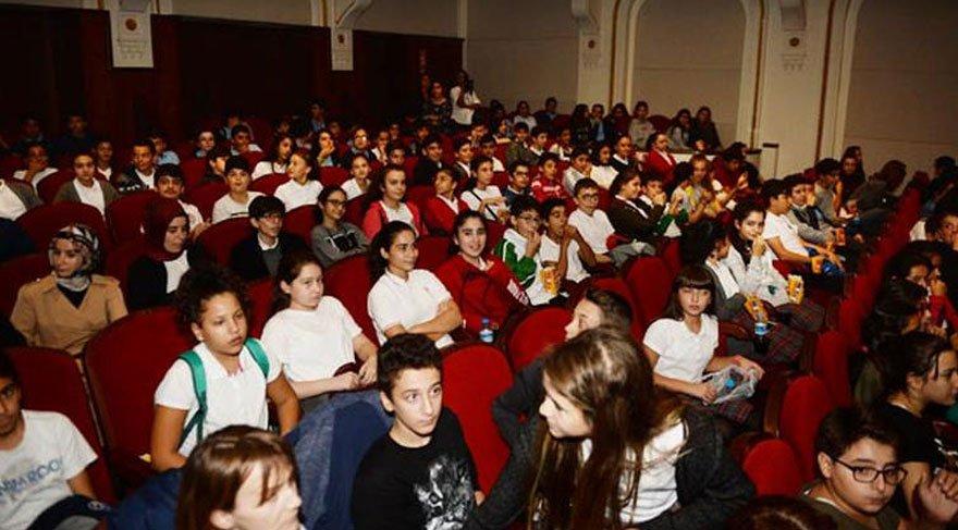 Yüz binlerce çocuk daha önce sinemaya hiç gitmedi!