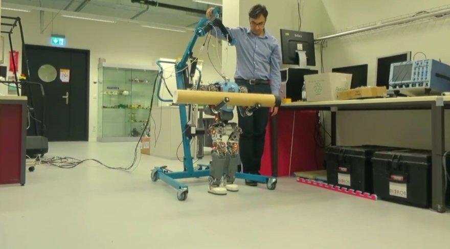 İnsan yürüyüşünü taklit eden robotlar geldi!