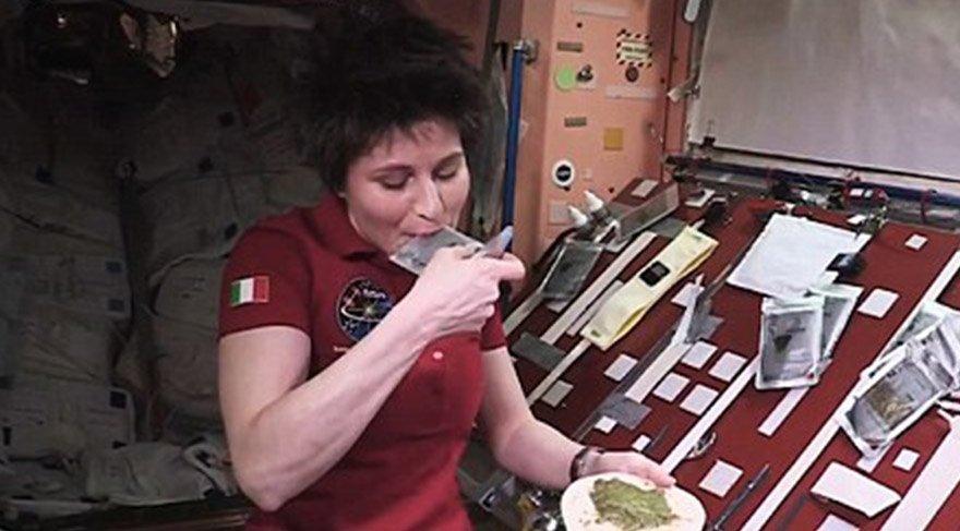 Uzay istasyonunda dürüm keyfi