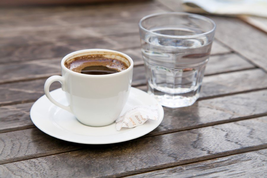 turk-kahvesi-ve-su-1-custom