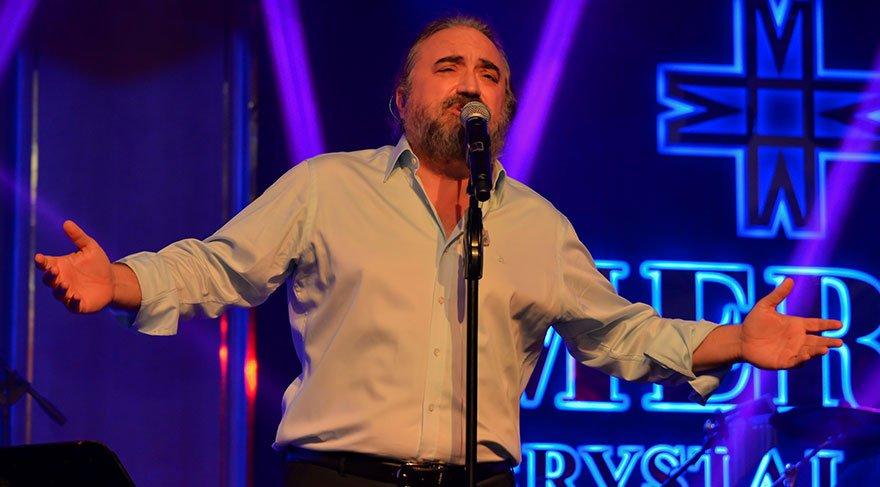 Volkan Konak'tan müzik, şiir ve kahkaha ziyafeti