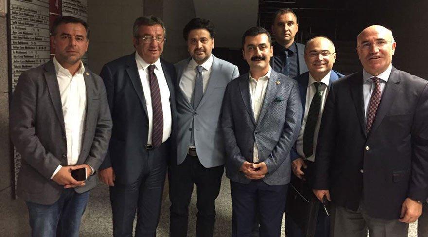 Avukat Celal Çelik duruşmadan sonra savcılık adli kontrol şartıyla serbest bırakıldı. Çelik'i mahkeme çıkışında CHP'li vekiller karşıladı.