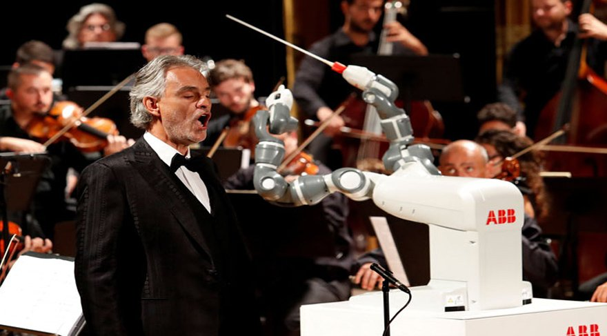 İnsansı robot, orkestra yönetti!