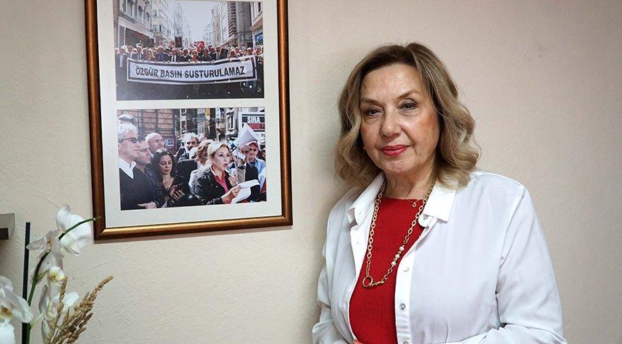 """""""ÖZGÜR BASIN SUSTURULAMAZ"""" Türenç, iki yıl önceki eylemde """"Özgür basın susturulamaz"""" pankartı taşımıştı."""