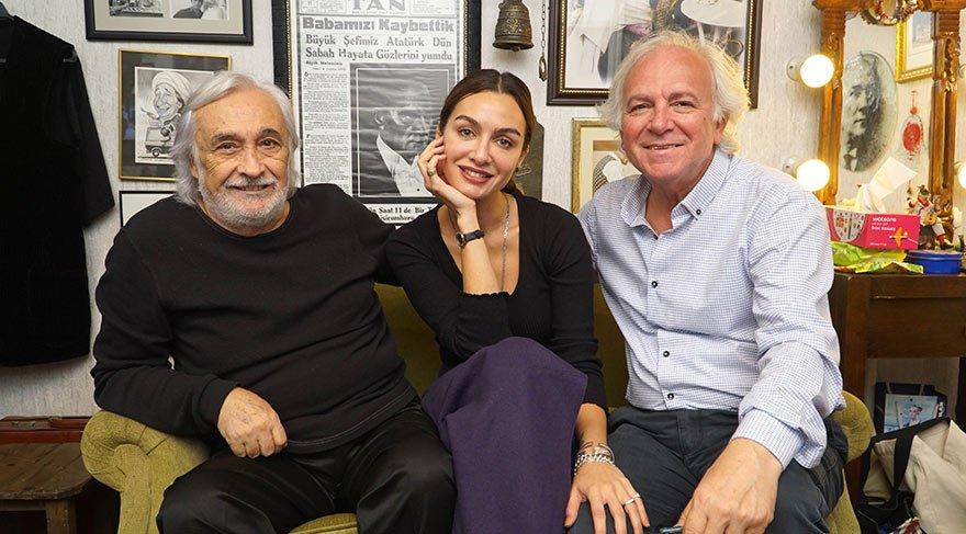 Usta tiyatrocu Müjdat Gezen ve oyuncu Birce Akalay, Yüksel Şengül'ün sorularını yanıtladı.