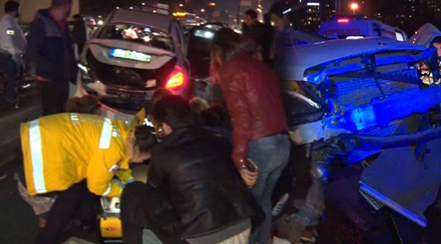 İstanbul'da feci kaza! Yine bir araç metrobüs yoluna daldı