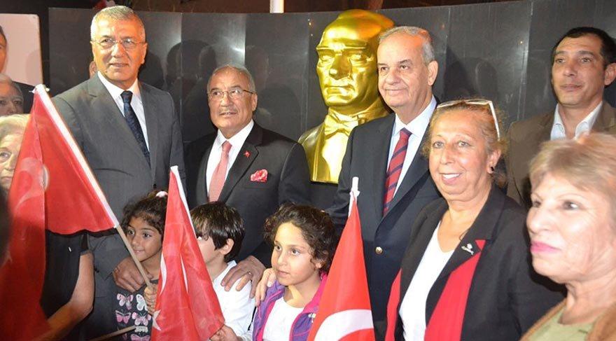 Başbuğ, Mersin'de Atatürk büstü açtı