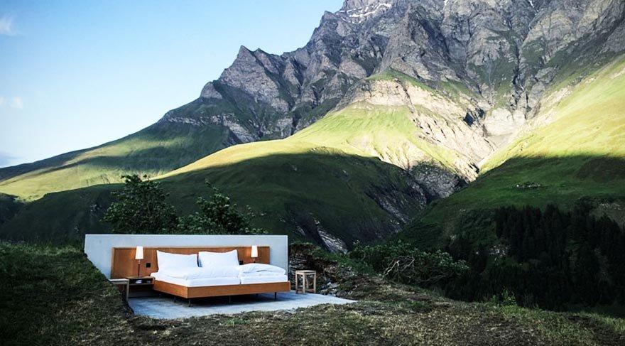 Alpler'de çatısız ve duvarsız bir otel odası