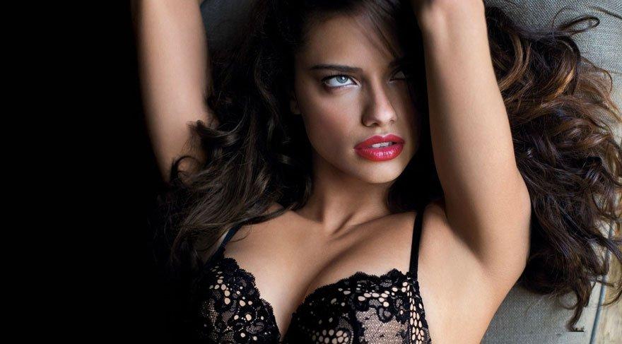 Adriana Lima: Artık nedensiz yere çıplak poz yok!