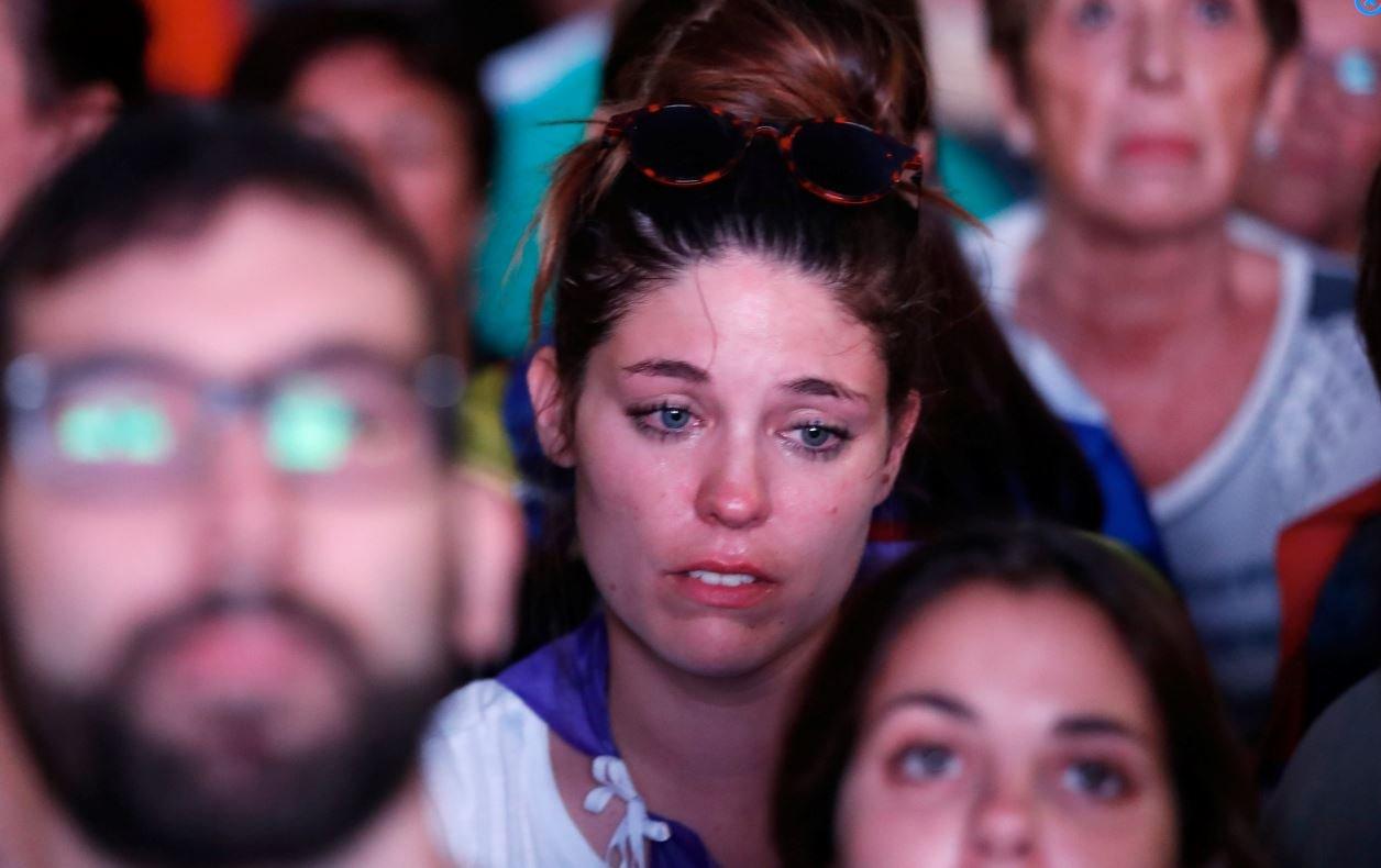 Bağımsızlığı destekleyen Katalanlar, dünkü açıklamanın ardından adeta yıkıldı.