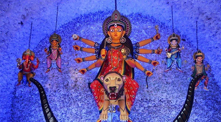 Hinduların en önemli festivali Durga Puja