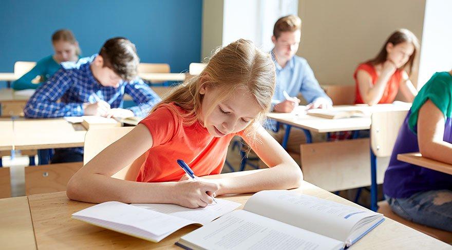 Eğitimde temel vurgu değişti; 'milli ve manevi değerleri' kazandırmak oldu