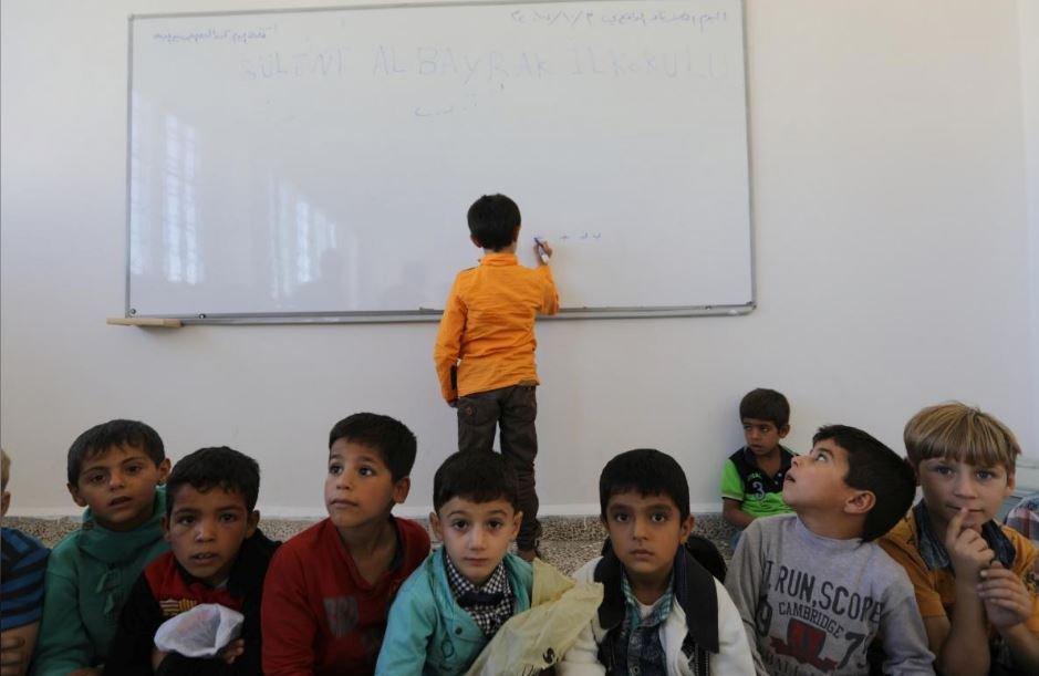 Bülent Albayrak İlköğretim Okulu'nda öğrencilere Türkçe dersi veriliyor.