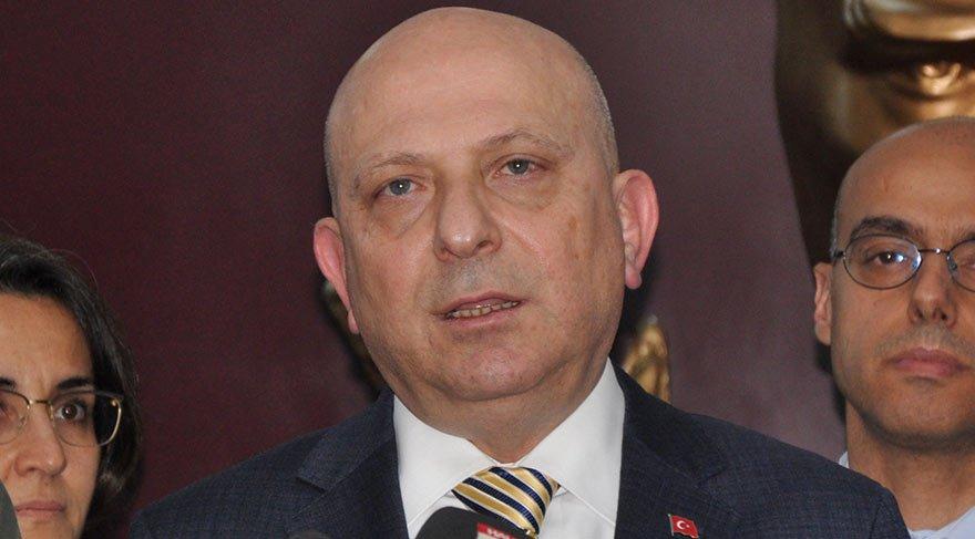 """Ankara Üniversitesi Rektörü Prof. Dr. Erkan İbiş, """"Uyanık olduğu dönemlerde söylenenleri anlıyor, tepki veriyor. El, kol, bacak hareketleri önceki günlere göre daha güçlü"""" dedi."""