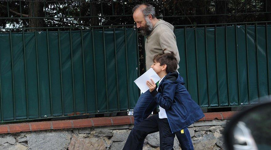 Halit Ergenç oğlu Ali'yi okul çıkışı aldı