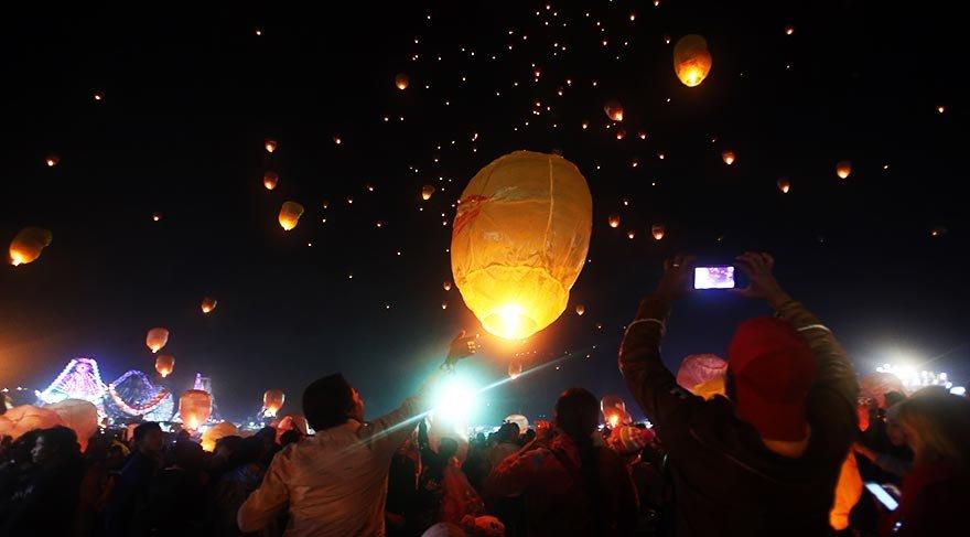 Yağmurların bitişinin kutlandığı Işık Festivali